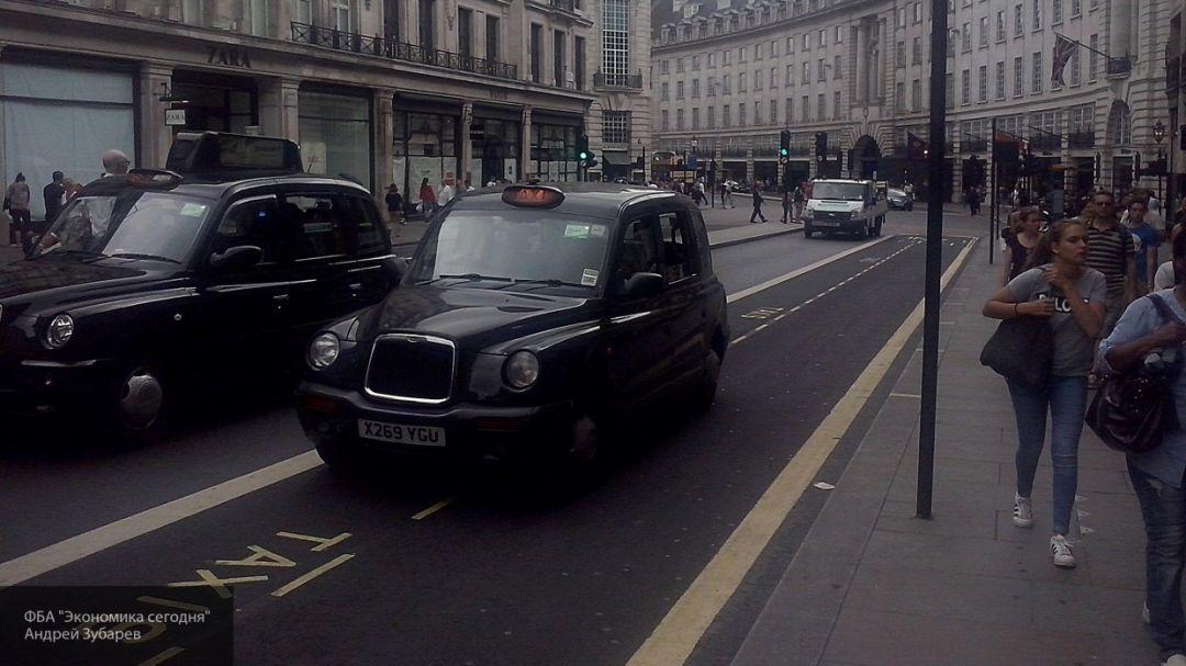 Лондонский таксист скончался с COVID-19 после плевка не желавшего платить пассажира