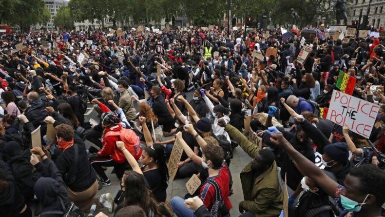 "Общество: ""Нет справедливости, нет мира"": акция протеста в Лондоне"