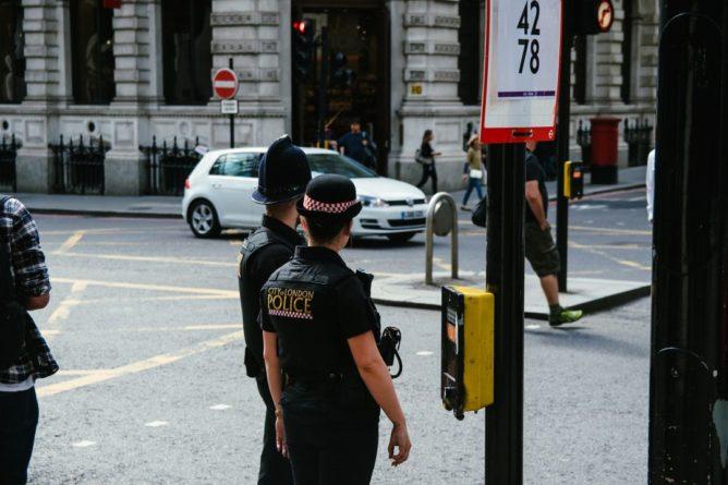 Общество: Темнокожие напали на сотрудника полиции в Лондоне - Cursorinfo: главные новости Израиля