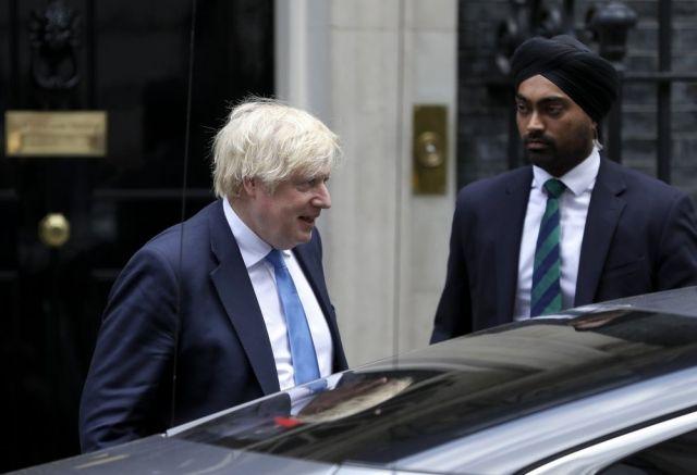 Общество: Под автомобиль Бориса Джонсона в Лондоне бросился протестующий: детали инцидента (ФОТО)