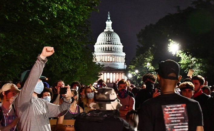 Общество: Россия наблюдает за американскими протестами: в поисках заговора и предвзятости к Трампу (Al Araby, Великобритания)