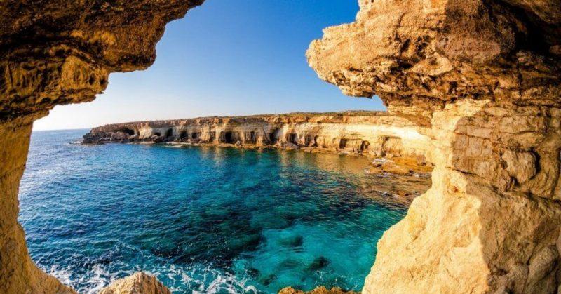 Общество: На Кипре отменили требование справки об отсутствии Covid-19 от иностранных туристов