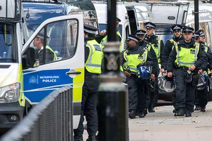 Общество: Жители Лондона собрались на нелегальную вечеринку и изувечили полицейских