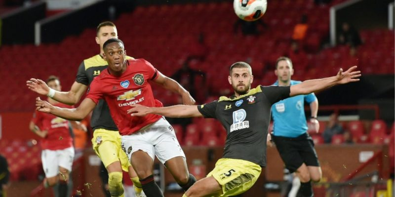 Общество: Манчестер Юнайтед упустил победу на последних минутах и не сумел обойти Челси в английской Премьер-лиге
