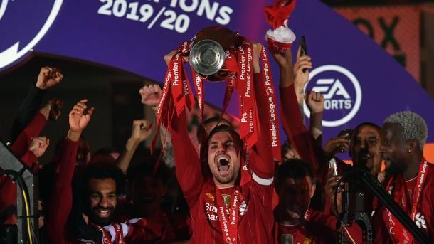 Общество: В Англии назвали лучшего футболиста года