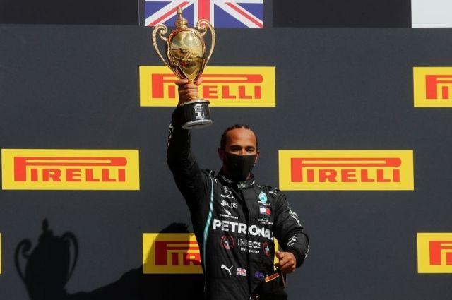 Общество: Гонщик «Мерседеса» Хэмилтон выиграл Гран-при Великобритании
