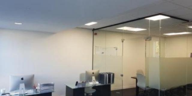 Сдается рабочее место или часть офиса с доступом в Meeting room