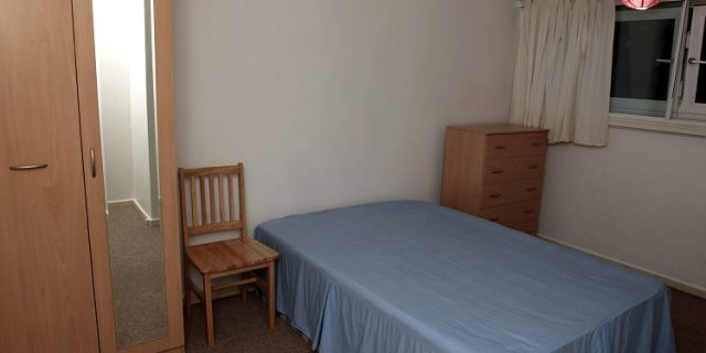 Close to Canning town tube. E16 double room. Couple or single. ASAP